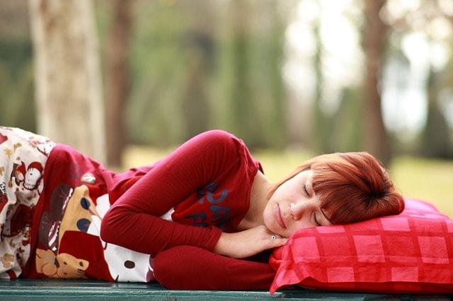 気持ちいい睡眠をしている女性