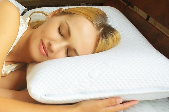 ブルーブラッドで寝ている女性